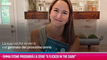 """VIDEO Emma Stone produrrà la serie """"A Flicker In The Dark"""""""