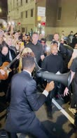 Madonna canta Like a Prayer per le strade di Harlem. VIDEO