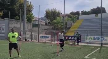Milan, gli allenamenti di Mirante col Sorrento in Serie D