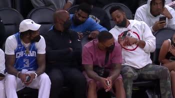 Finali WNBA, i giocatori di Suns e Blazers a bordocampo