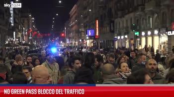 Milano, No green pass bloccano traffico a Porta Venezia