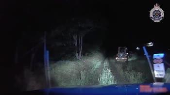 Australia, sfonda vetrina con ruspa per rupare moto. VIDEO