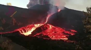 Eruzione vulcano canarie, il video dei fiumi di lava