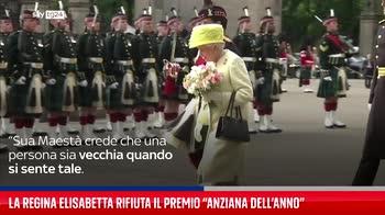 La Regina Elisabetta rifiuta il premio ?Anziana dell?anno?