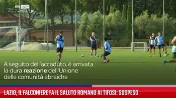 Lazio, il falconiere fa il saluto romano ai tifosi: sospeso