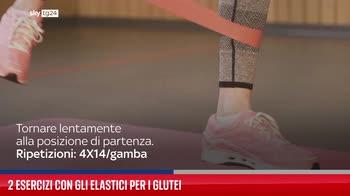 2 esercizi con gli elastici per i glutei