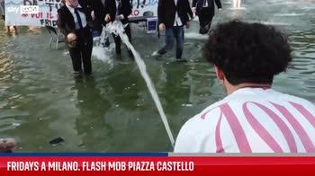 Fridays a Milano, flash mob a piazza Castello. VIDEO