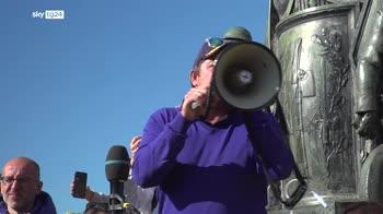 Trieste, Patuanelli incontra manifestanti no green pass
