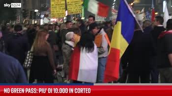 Green pass, più di 10mila persone in corteo a Milano