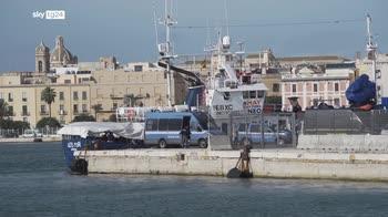 Trapani, dopo 6 giorni sbarcano i migranti salvati da Aita Mari