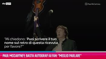 """VIDEO Paul McCartney, basta autografi: """"Meglio parlare"""""""