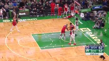 NBA, Bradley Beal sbaglia tre volte da solo a canestro